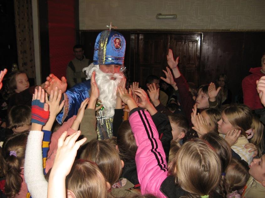 Час творити добро: дітки Солотвинського інтернату та інших дитячих будинків Закарпаття чекають на Різдвяне диво
