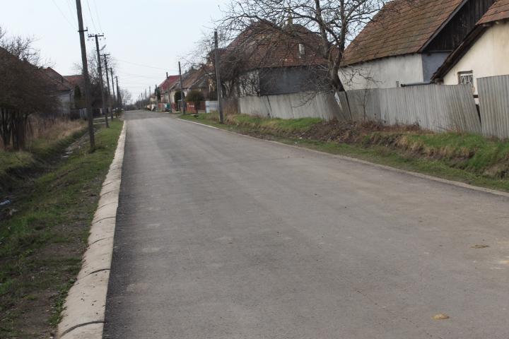 Без жодної ями: вулиці с.Велика Добронь, які селяни відремонтували самотужки, в ідеальному стані після зими (ФОТО)
