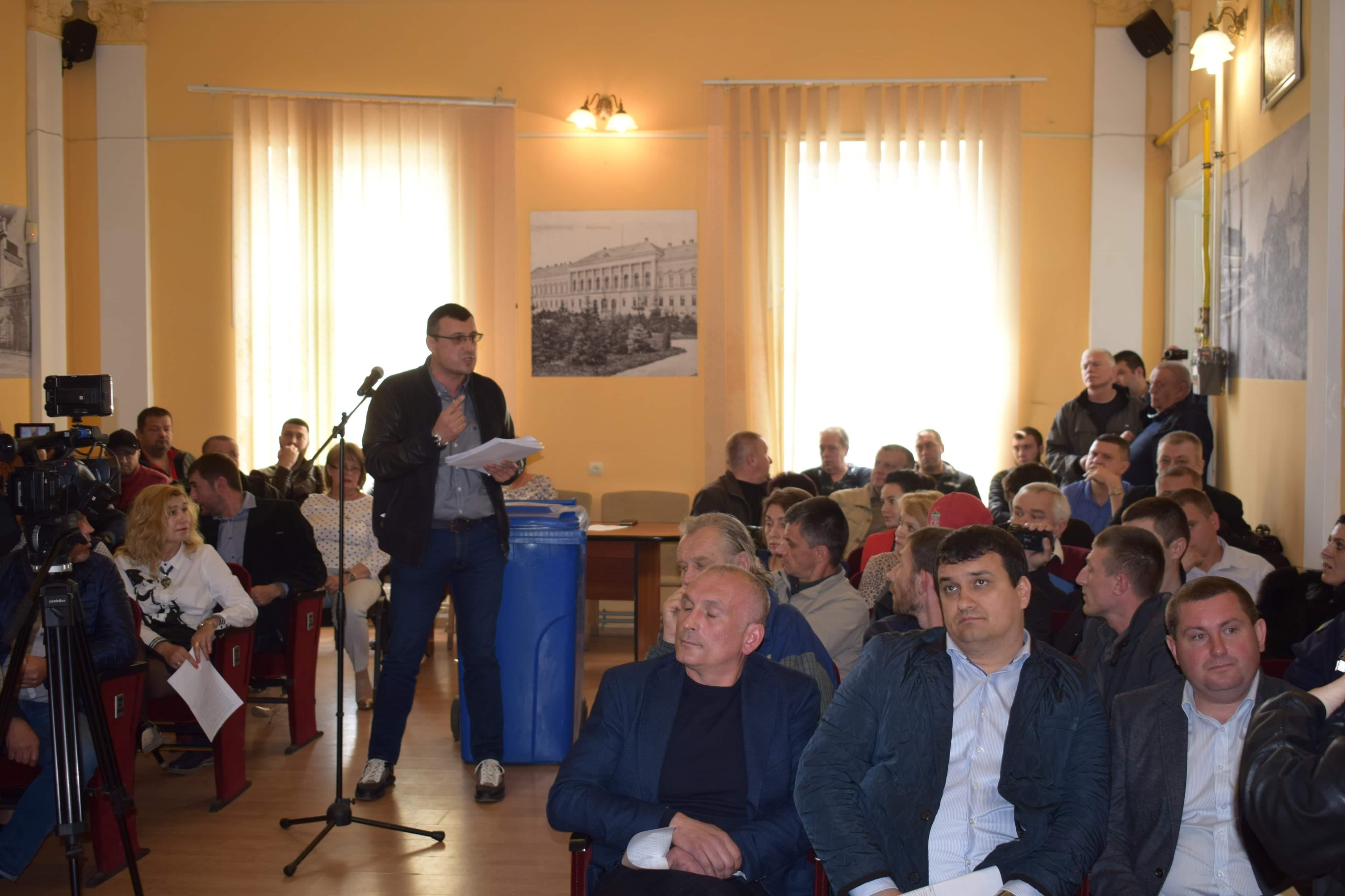 Сесію Берегівської міськради не відкрили через недостатню кількість депутатів