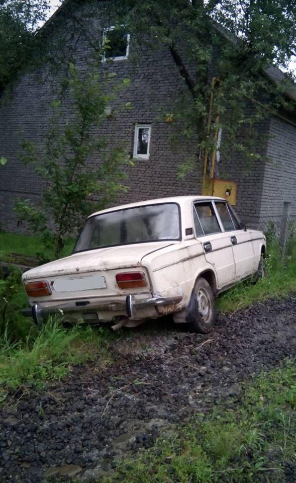 На Хустщині водій в'їхав у газову трубу і залишив вулицю без газу (ФОТО)