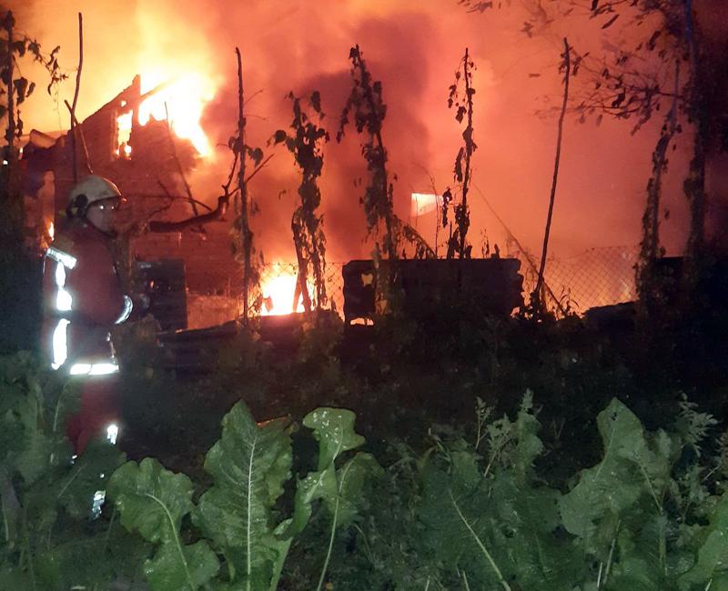 Пожежа на Хустщині: Житловий будинок гасили більше 6 годин (ФОТО)