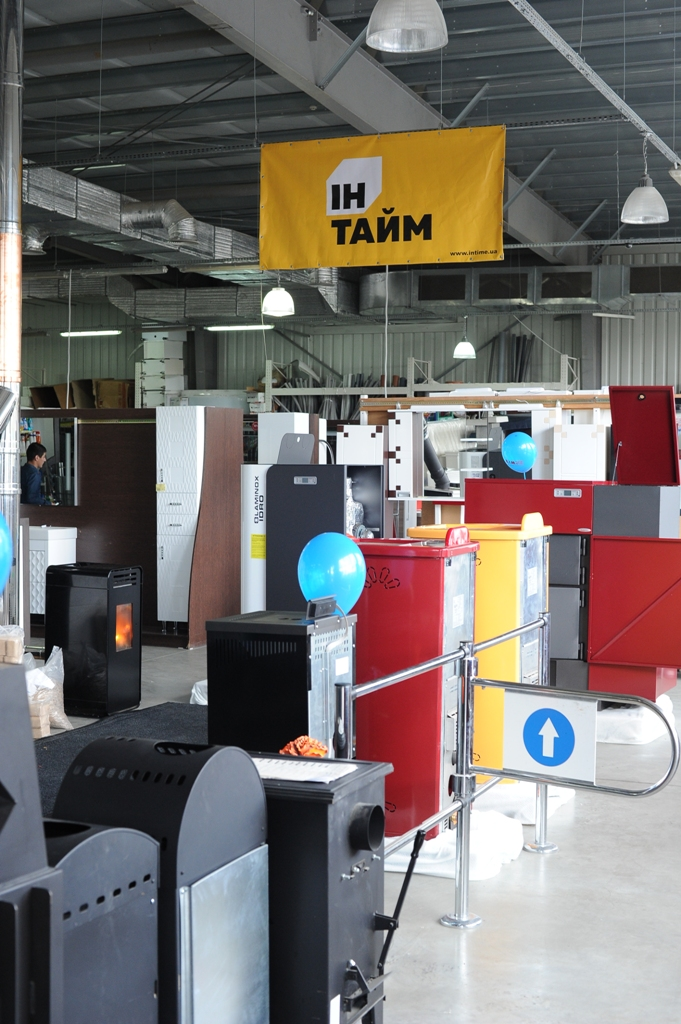 В Іршаві відкрили бренд-салон котлів на альтернативному опаленні та розіграли камін за 30 тис грн (ФОТО, ВІДЕО)