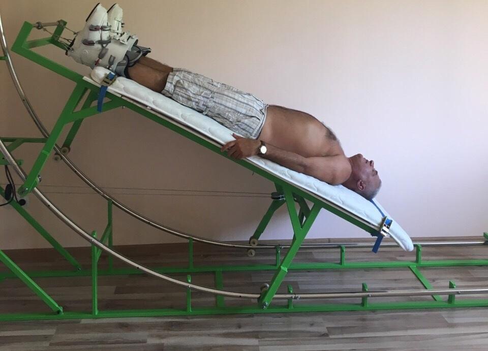 Винахідник з Мукачева запатентував унікальний пристрій для витягування хребта (ФОТО)