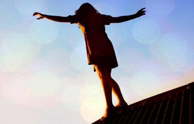 Спроба самогубства: В Ужгороді жінка вистрибнула з 4 поверху