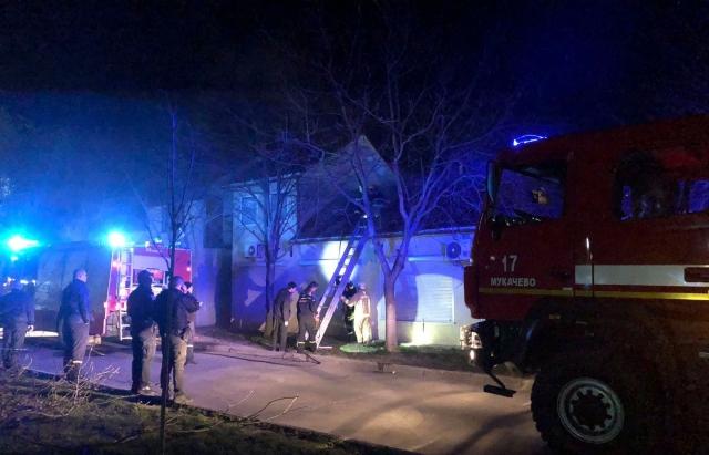 Пожежа у Мукачеві: загорівся торговий павільйон (ФОТО)
