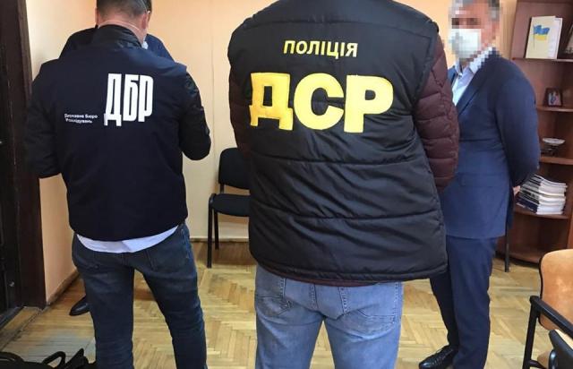 На хабарі в понад $1 тис попався голова Закарпатського Антимонопольного комітету Віталій Шаленик (ФОТО)