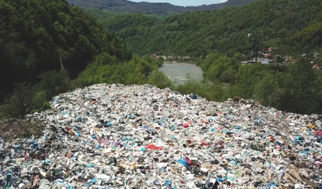 Сміттєві гори Закарпаття: Рахівщина заповнена стихійними сміттєзвалищами (ФОТО, ВІДЕО)