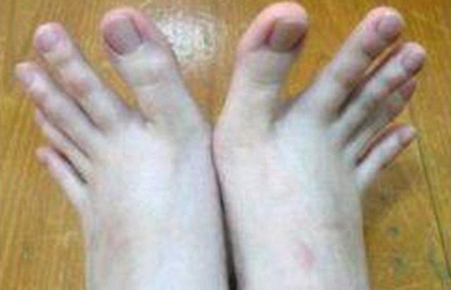 Сосать пальцы на ногах
