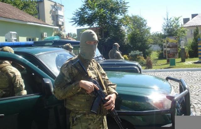 """Кордон """"атакують"""" контрабандисти: До Мукачівського загону прибули мобільні резерви (ФОТО)"""