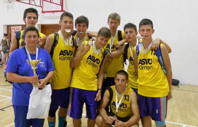 """Молодці. Баскетболісти з Мукачева вибороли """"бронзу"""" на фестивалі в Угорщині"""