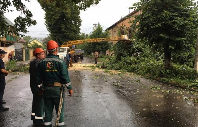 В Ужгороді через негоду без електрики залишились кілька мікрорайонів