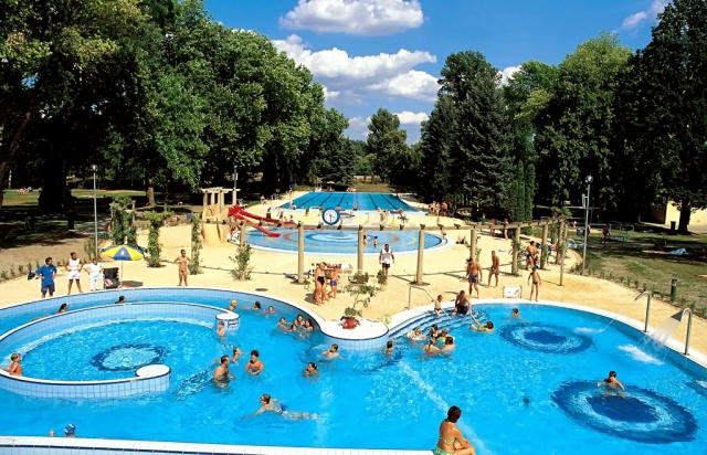 На Закарпатті ще діятиме заборона: В Угорщині та Чехії відчиняють термальні басейни