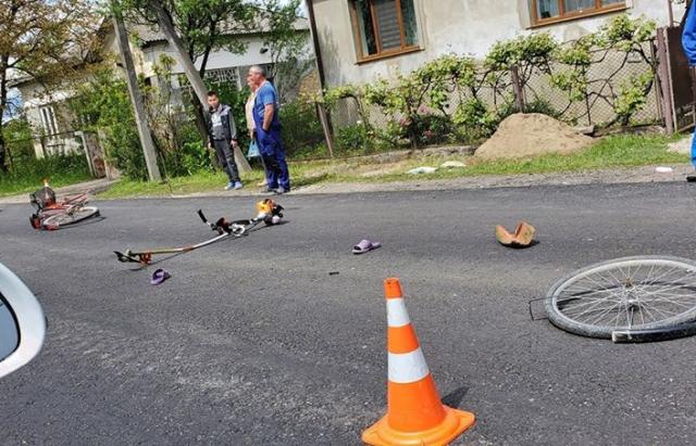 ДТП на Хустщині: не розминулися мотоцикліст та велосипедист (ФОТО)