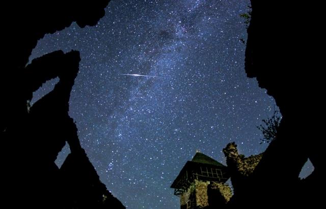 Неймовірна краса: зорепад Персеїд на Закарпатті в об`єткиві місцевого фотографа
