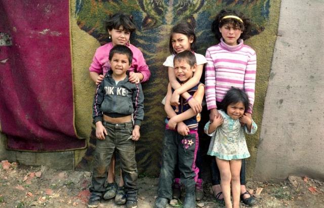 Як живе найбільший ромський табір на околицях закарпатського Берегова  (ФОТО)
