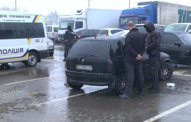 Закарпатський кримінальний «авторитет» вимагав 15 тис. грн за те, щоб не вчинити фізичну розправу над місцевим жителем (відео)