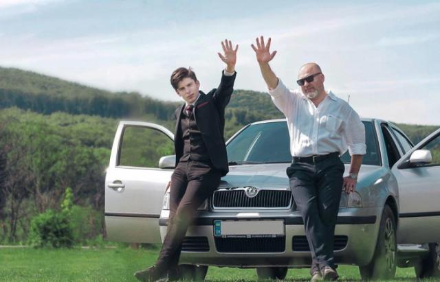 Всесвітня подорож: Батько та син із Закарпаття вже дісталися до Дніпра (ВІДЕО)
