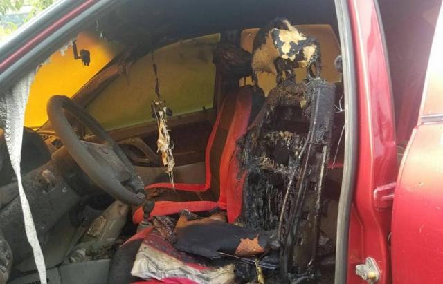 Пожежа у Виноградові: прямо біля будинку зайнявся автомобіль (ФОТО)