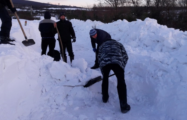 Комунальники просять мешканців Івано-Франківська: почне падати сніг – виходьте його чистити, а не пишіть пости в соцмережах