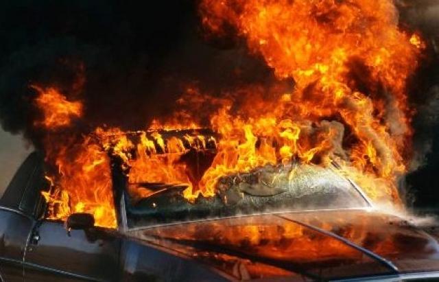 Цієї ночі на Прикарпатті горіли відразу три автомобілі