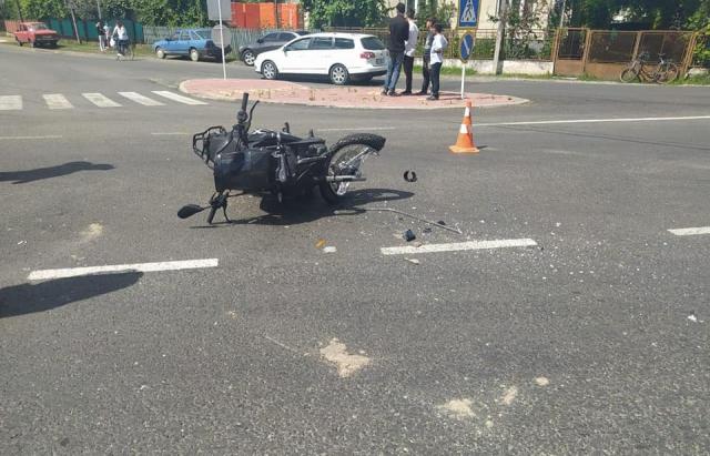 ДТП на Виноградівщині: водій ВАЗу збив мотоцикліста та втік з місця події (ФОТО)
