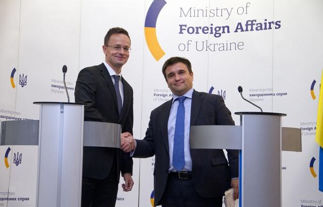 Міністри МЗС України та Угорщини зустрілися в Брюсселі і поговорили про закарпатських угорців