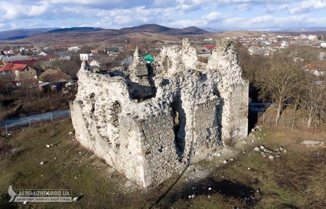 Фото дня: руїни Середнянського замку з висоти