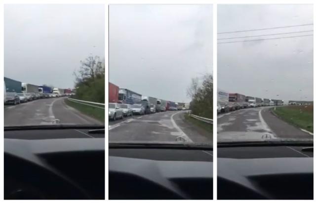 """КПП """"Ужгород - В.Нємецьке"""": на в'їзді в Україну з боку Словаччини кілометрові черги"""
