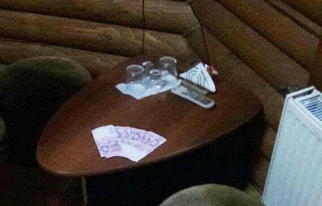 На Ужгородщині затримали адміністратора сауни, який підшукав для клієнтів повій (ФОТО)
