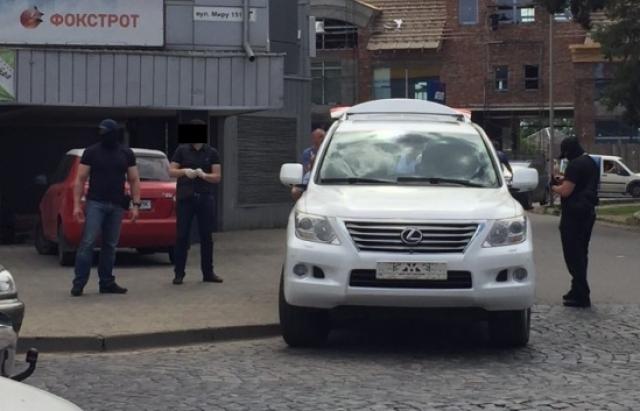 СБУ забрала Lexus з місця спецоперації в Мукачеві