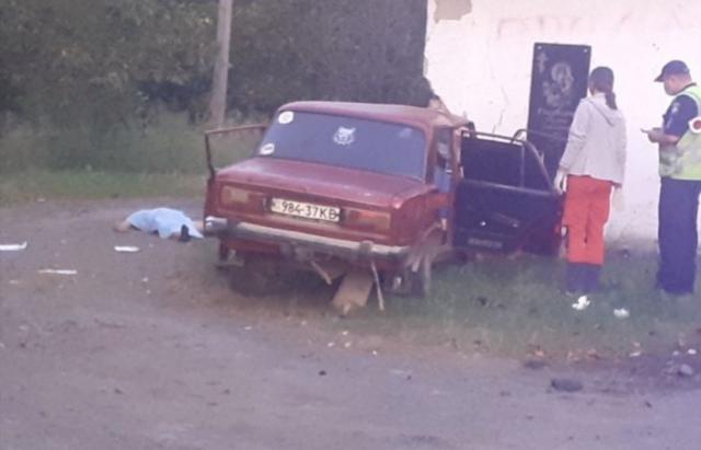Смертельна аварія на Іршавщині: Авто влетіло у зупинку. Є загиблі (ФОТО, ВІДЕО)
