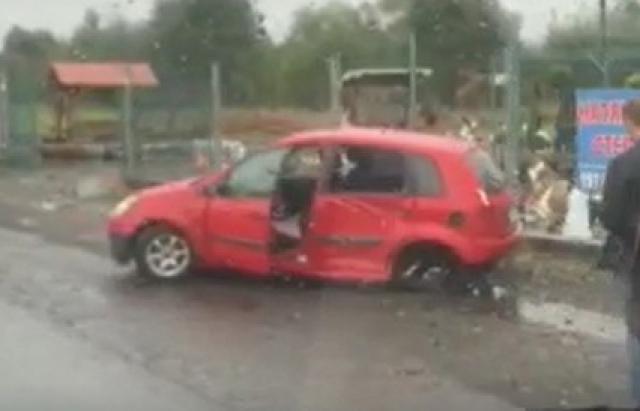 ДТП на Хустщині: не розминулися Ford та Mercedes Sprinter (ФОТО)