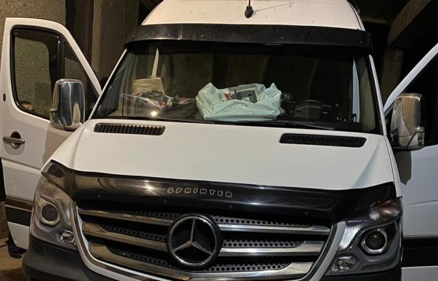 "На КПП ""Дяково"" вилучили в українця вилучили мікроавтобус за 200 пачок сигарет"