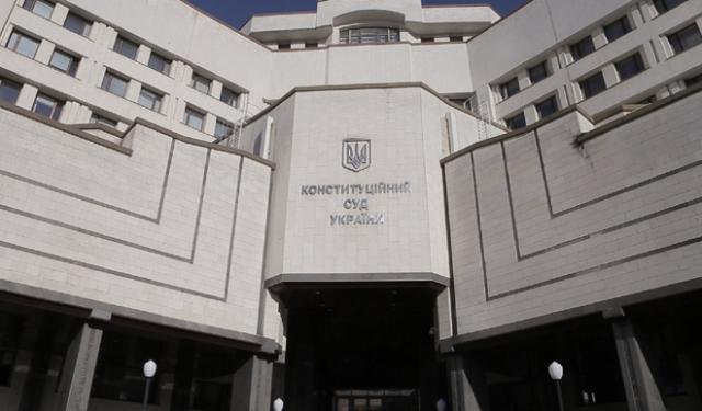 Конституційний суд заблокував призначання переможців місцевих виборів