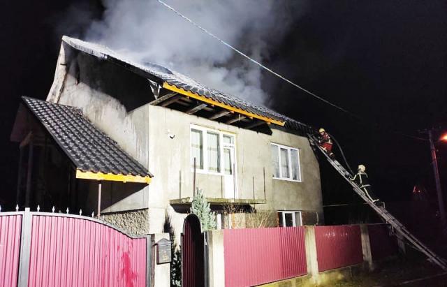 Пожежа в Хусті: горів двоповерховий будинок (ФОТО)