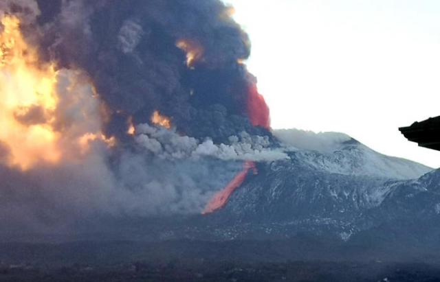 В Італії прокинувся вулкан Етна (ФОТО, ВІДЕО)
