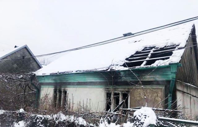 Пожежа на Тячівщині: через вогник свічки постраждала 48-річна жінка (ФОТО)