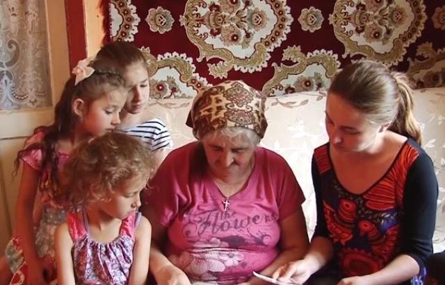 Закарпатка з Рахівщини виростила 13 дітей, 35 внуків і 9 правнуків (ВІДЕО)