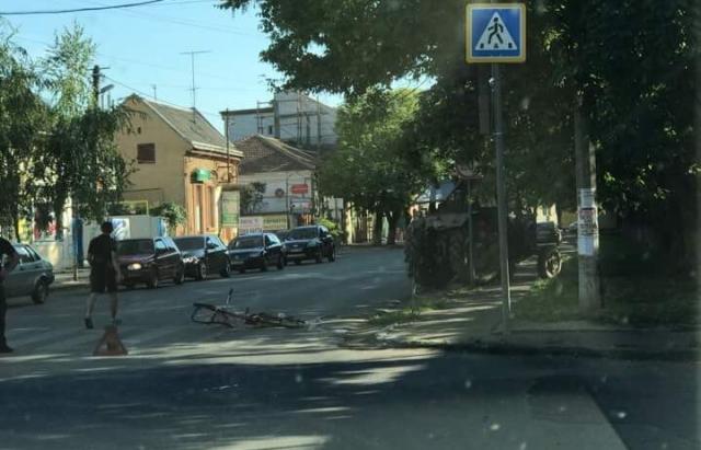Смертельна ДТП у центрі Берегова: трактор збив велосипедистку