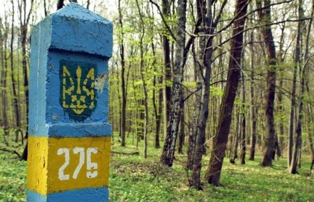 Упс... Словаки перехопили 2-х нелегалів та цигарки, які прогавили закарпатські колеги