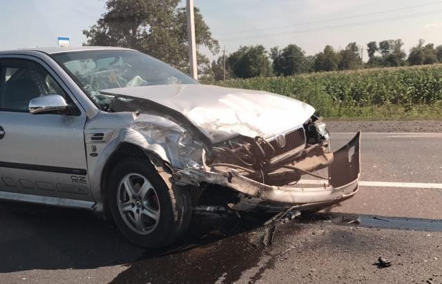 ДТП на Закарпатті: Розбита Skoda та мікроавтобус у кюветі (ФОТО)