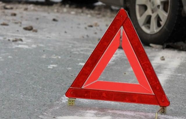 Трагедія! На Тячівщині чоловік випав на ходу з кузова авто