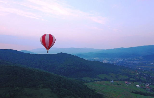 Вражає! Закарпатські краєвиди з повітряної кулі