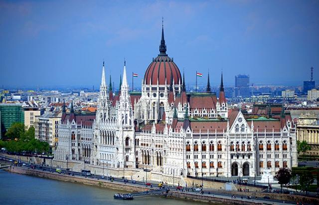 Угорщина висловила рішучий протест проти українського закону