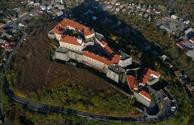 """Масштаби історичного музею """"Замок Паланок"""" вражають навіть з повітря"""