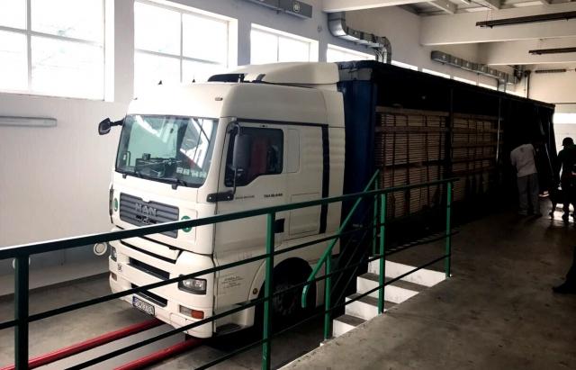 """Вантажівку з 95 тисячами контрабандних цигарок затримали на КПП """"Ужгород"""" в рамках спецоперації СБУ (ФОТО)"""