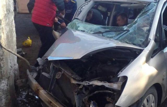 ДТП на Виноградівщині: Чоловіка затисло у розбитому Toyota (ФОТО)