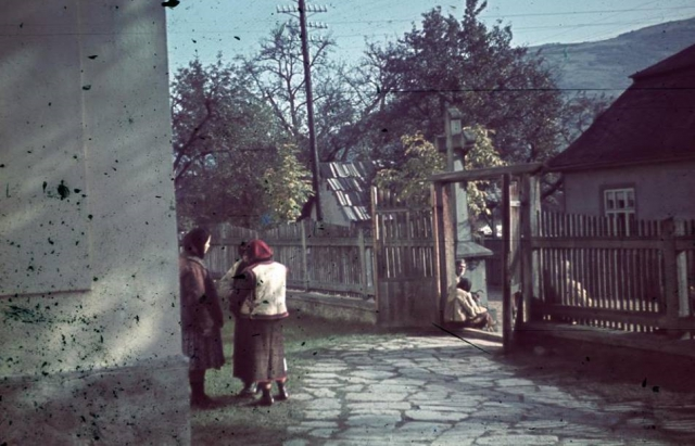 Унікальні кольорові фото Рахова початку 40-х років