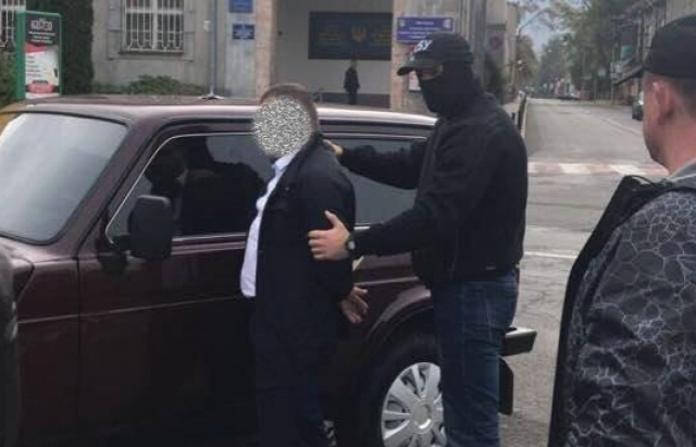 Рішення суду! Затриманому на хабарі тячівському полісмену призначили заставу 90 тис.грн