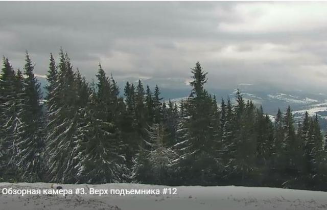 Карпати і далі продовжує вкривати снігом